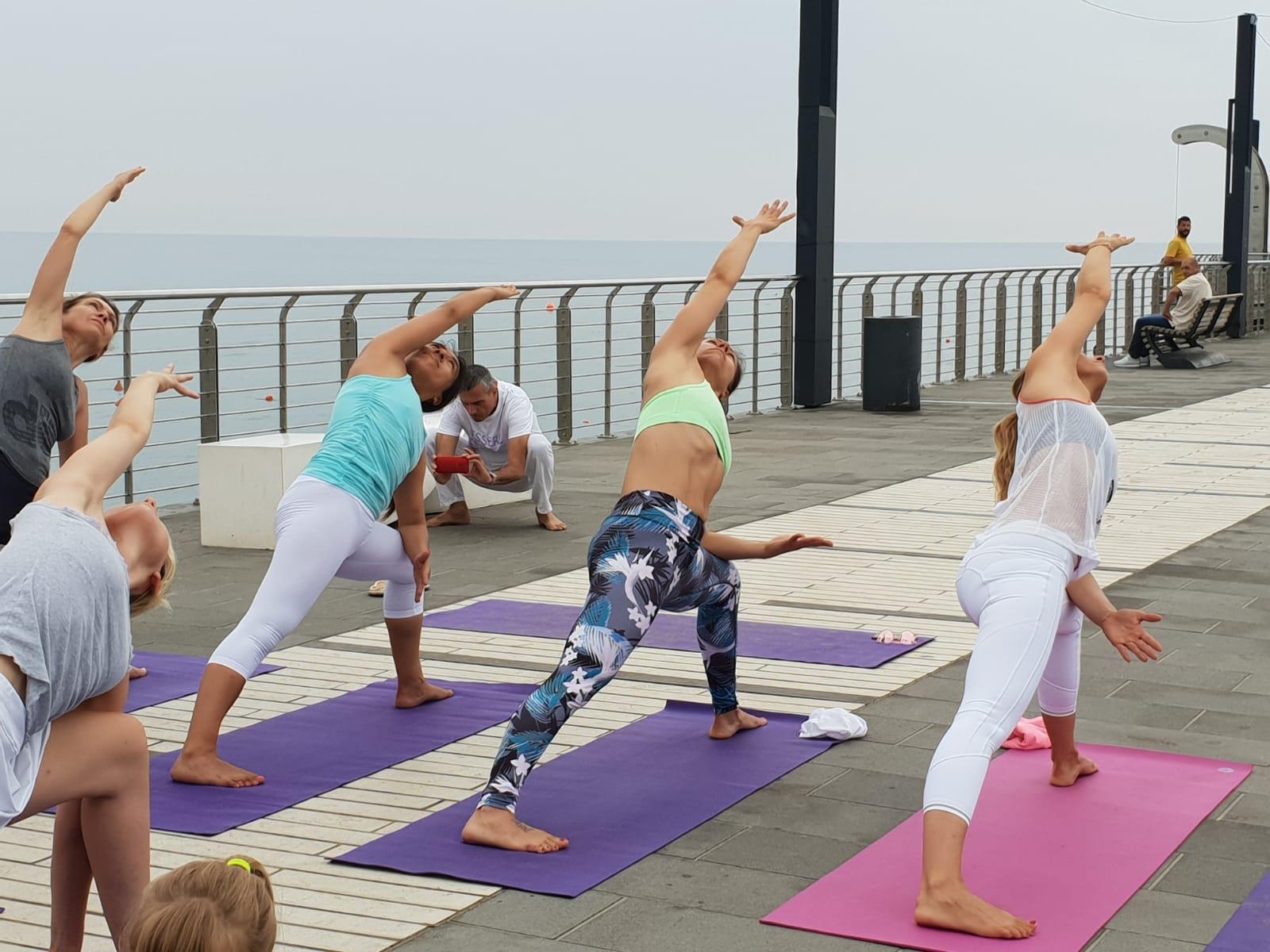 1_essere-free-yoga-gratuito-benessere-per-tutti-village-citta-alassio-estate-lucia-ragazzi-summer-town-wellness-086