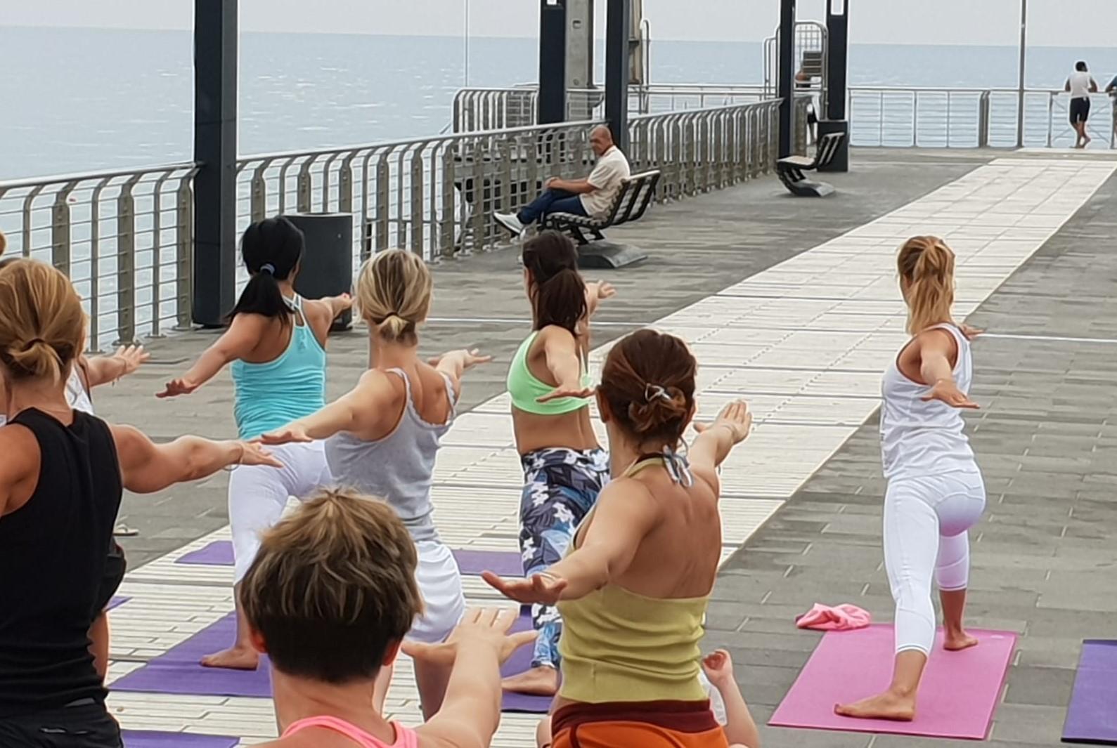 1_essere-free-yoga-gratuito-benessere-per-tutti-village-citta-alassio-estate-lucia-ragazzi-summer-town-wellness-087