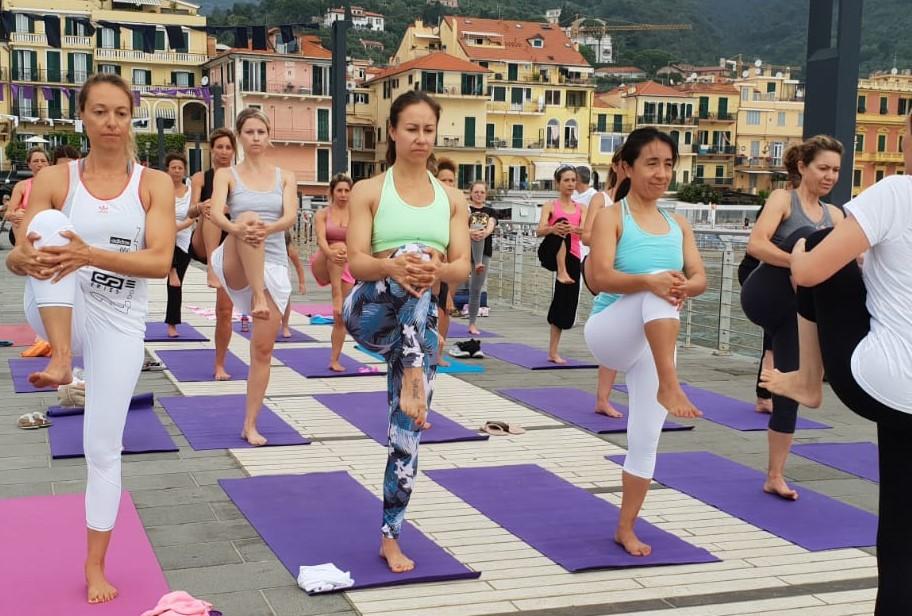 1_essere-free-yoga-gratuito-benessere-per-tutti-village-citta-alassio-estate-lucia-ragazzi-summer-town-wellness-088