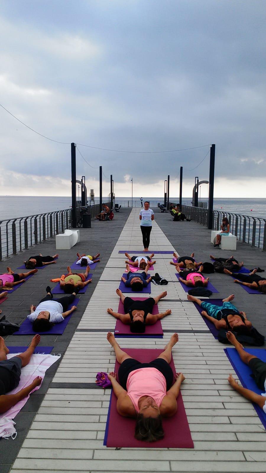 1_essere-free-yoga-gratuito-benessere-per-tutti-village-citta-alassio-estate-lucia-ragazzi-summer-town-wellness-089
