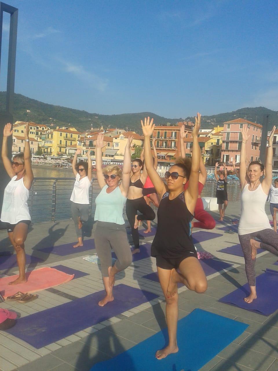 1_essere-free-yoga-gratuito-benessere-per-tutti-village-citta-alassio-estate-lucia-ragazzi-summer-town-wellness-094