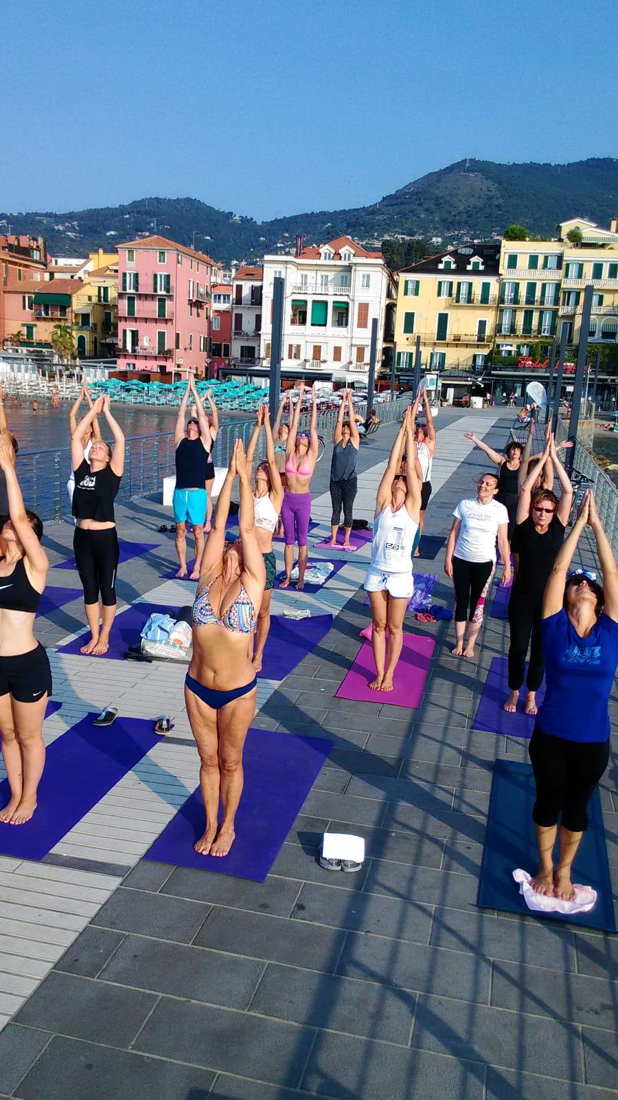 1_essere-free-yoga-gratuito-benessere-per-tutti-village-citta-alassio-estate-lucia-ragazzi-summer-town-wellness-095