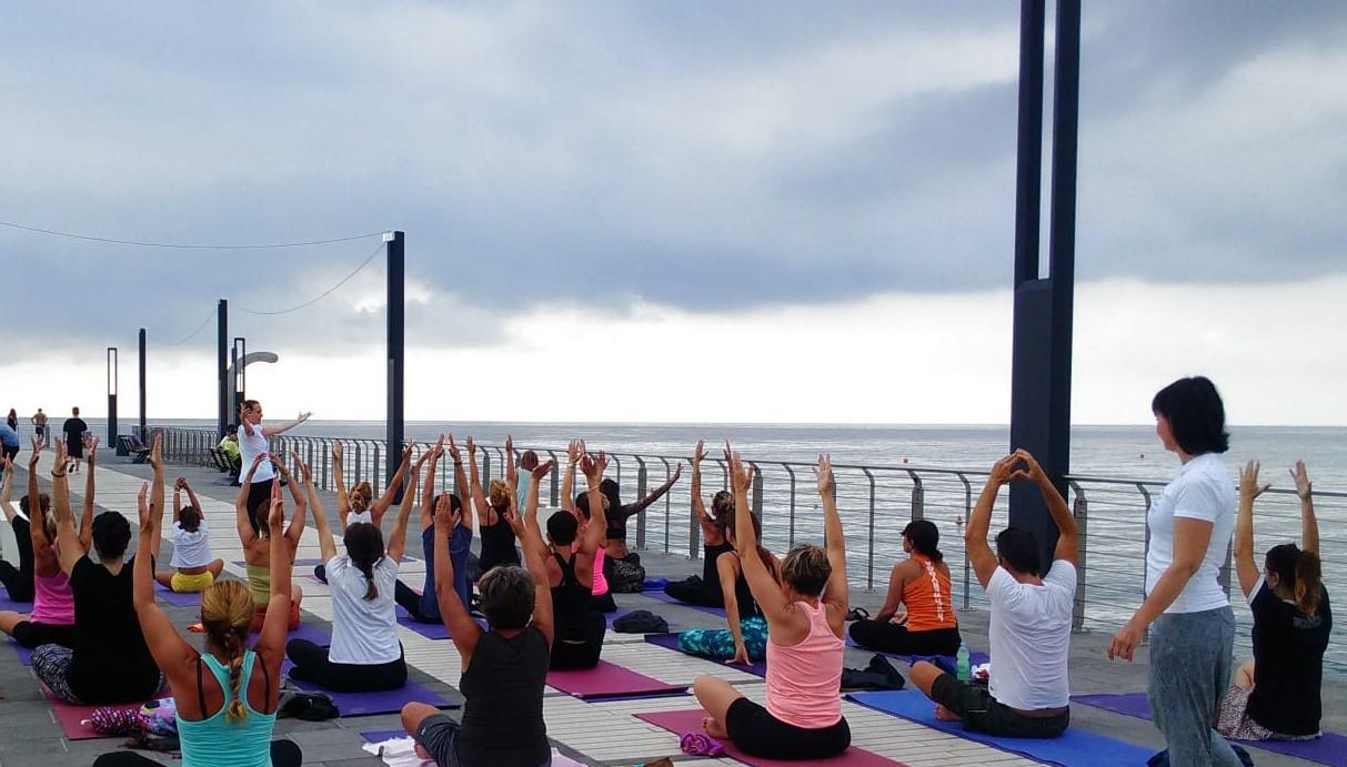 1_essere-free-yoga-gratuito-benessere-per-tutti-village-citta-alassio-estate-lucia-ragazzi-summer-town-wellness-096