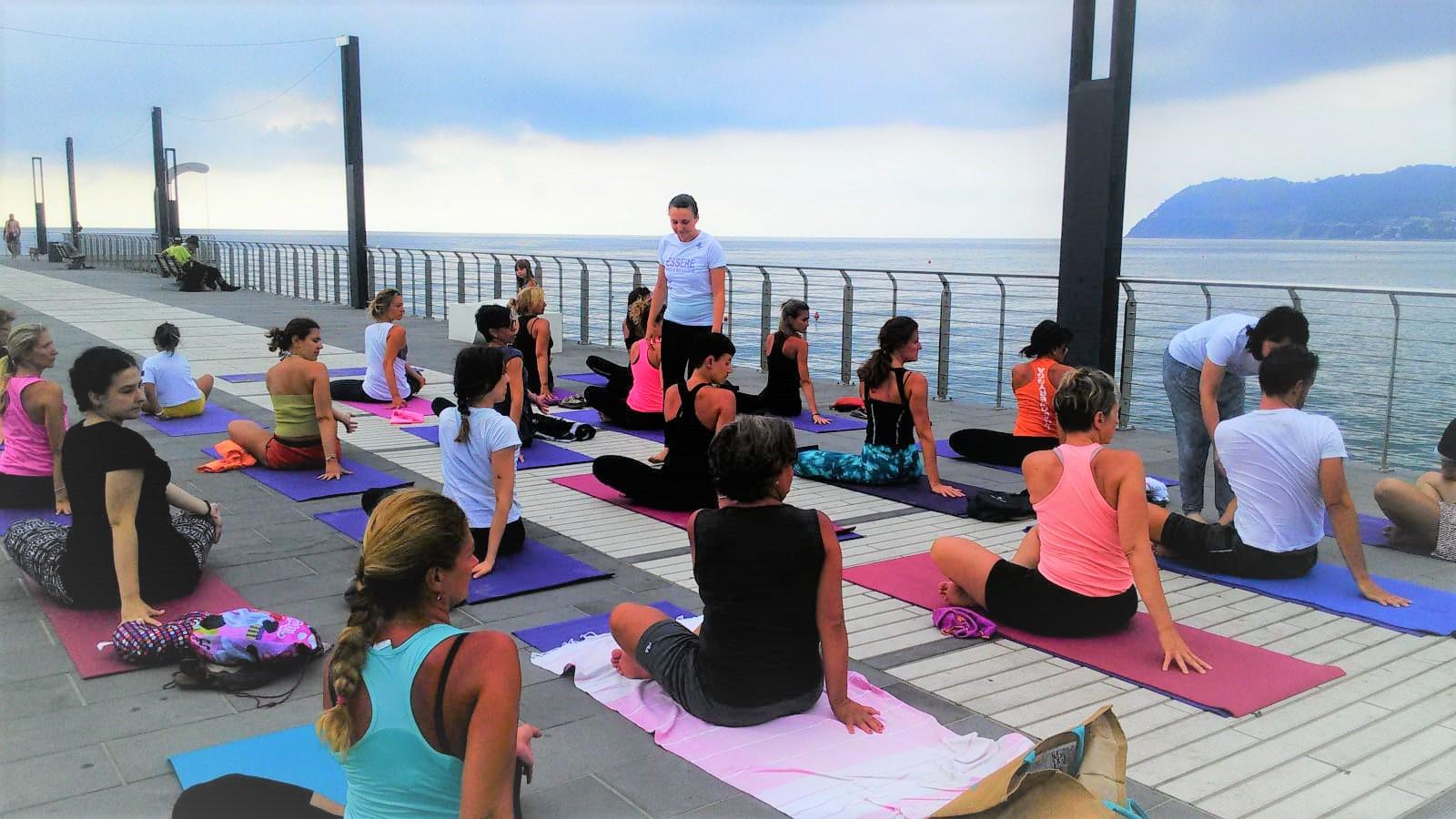 1_essere-free-yoga-gratuito-benessere-per-tutti-village-citta-alassio-estate-lucia-ragazzi-summer-town-wellness-097