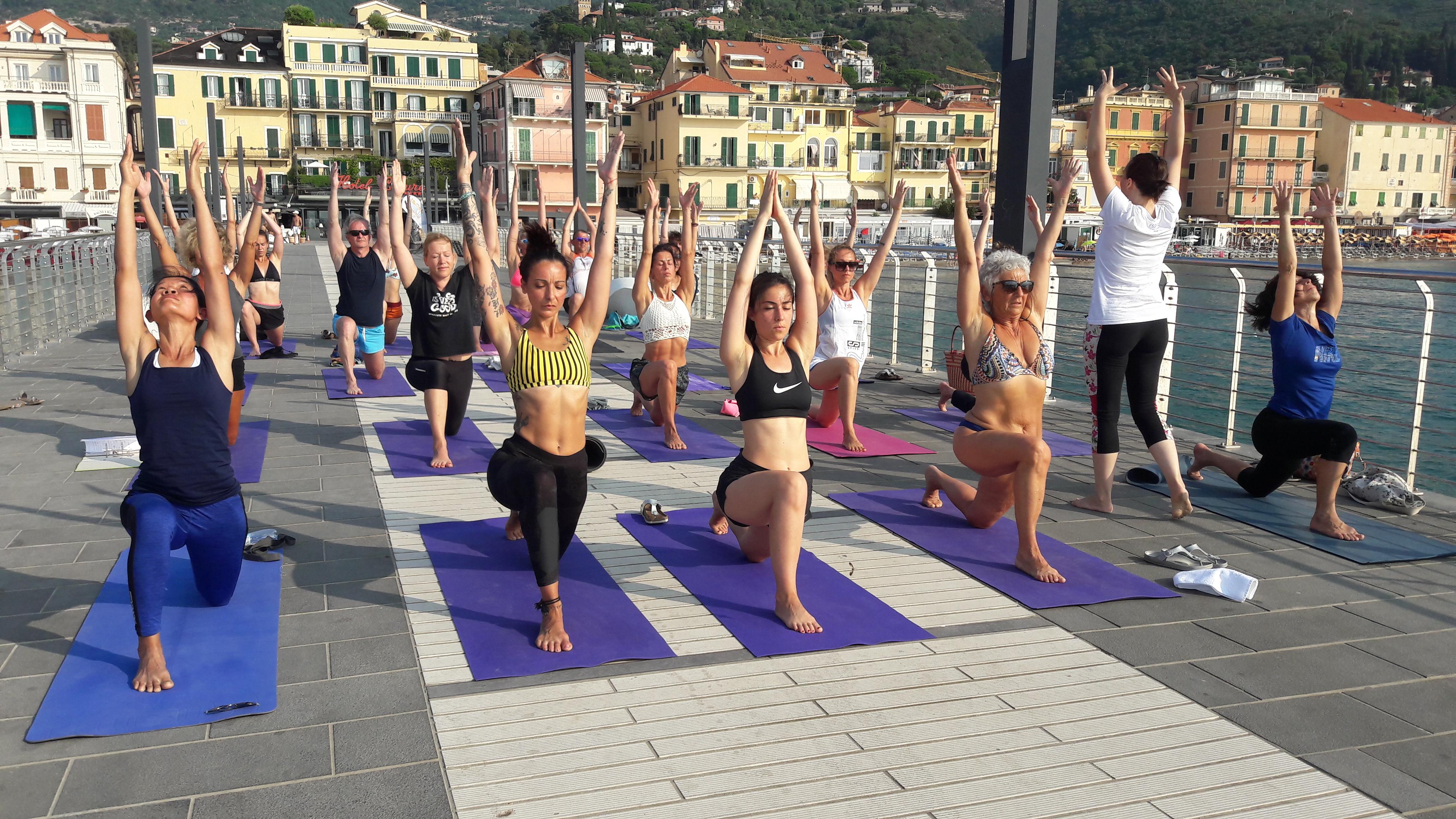 essere-free-yoga-gratuito-benessere-per-tutti-village-citta-alassio-estate-lucia-ragazzi-summer-town-wellness-030