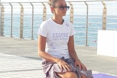 essere-free-yoga-gratuito-benessere-per-tutti-village-citta-alassio-estate-lucia-ragazzi-summer-town-wellness-teacher-1