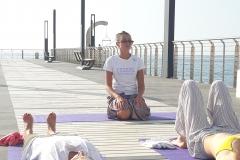 essere-free-yoga-gratuito-benessere-per-tutti-village-citta-alassio-estate-lucia-ragazzi-summer-town-wellness-teacher-3