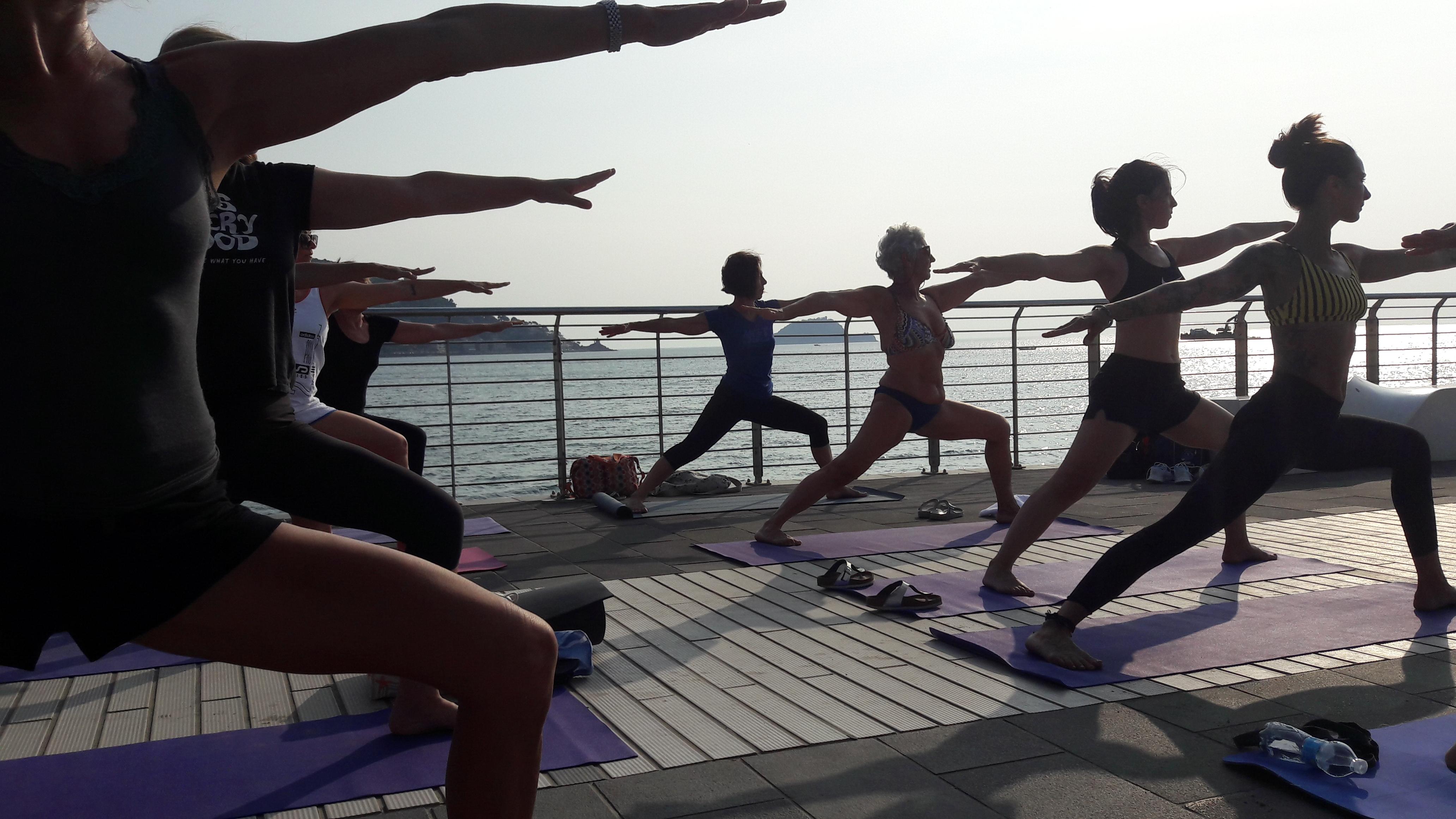 essere-free-yoga-gratuito-benessere-per-tutti-village-citta-alassio-estate-lucia-ragazzi-summer-town-wellness-