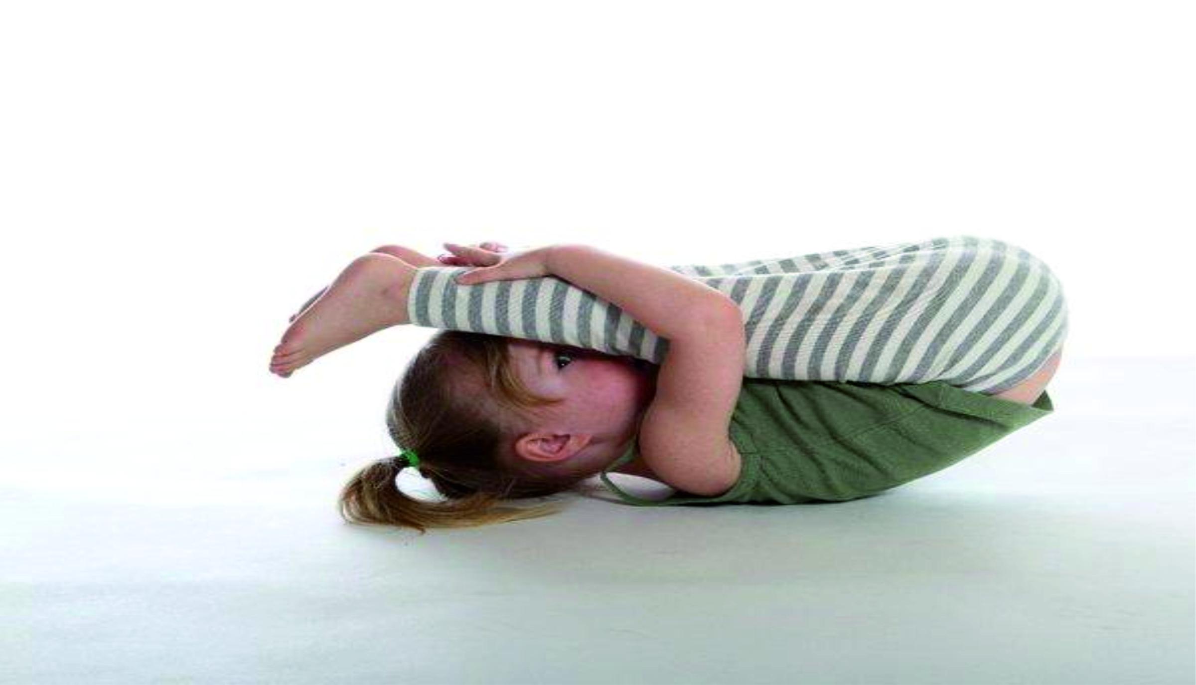 essere-free-yoga-gratuito-benessere-per-tutti-bambini-village-citta-alassio-estate-lucia-ragazzi-baby-summer-town-wellness-