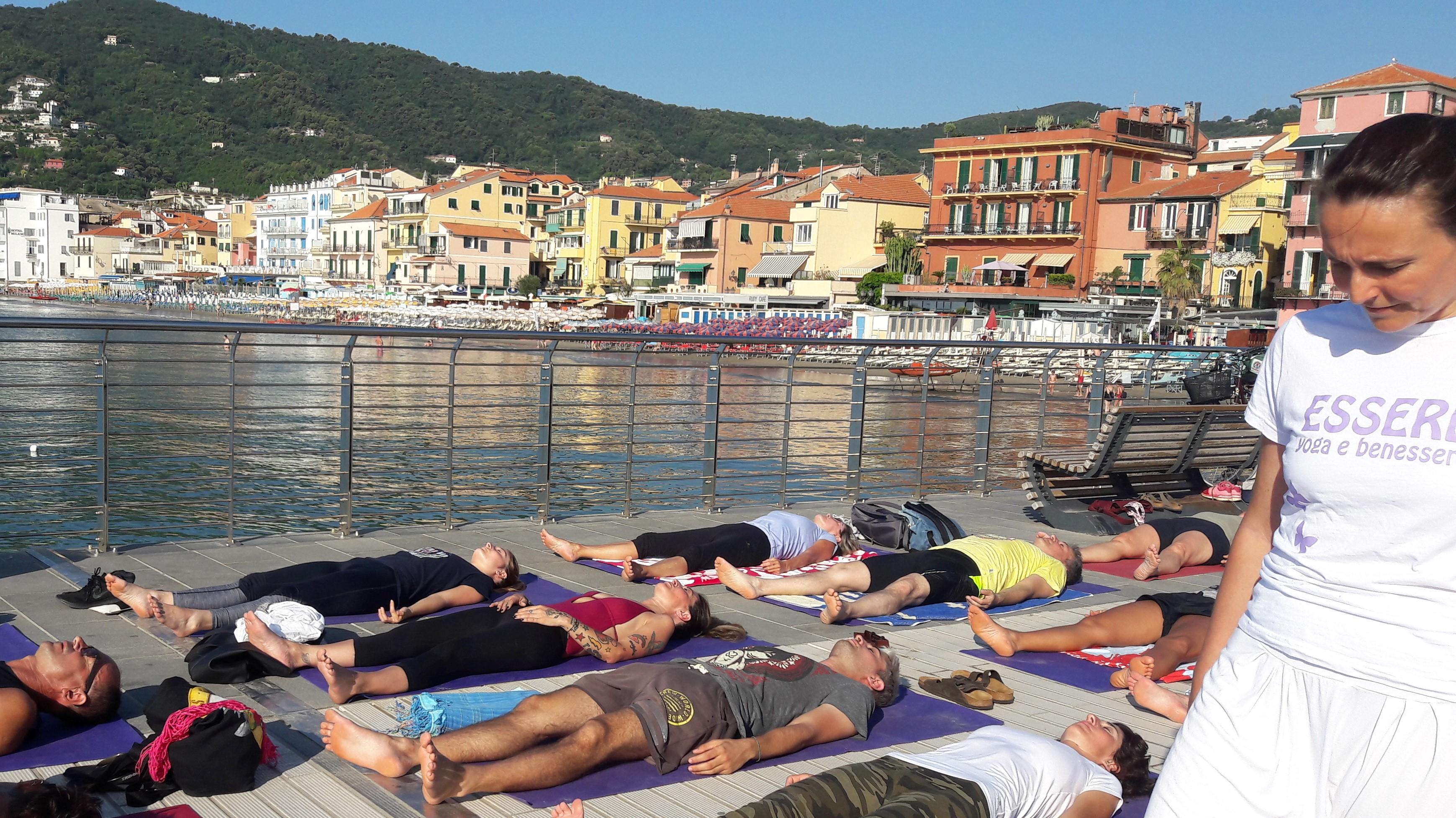 essere-free-yoga-gratuito-benessere-per-tutti-village-citta-alassio-estate-lucia-ragazzi-summer-town-wellness-8.
