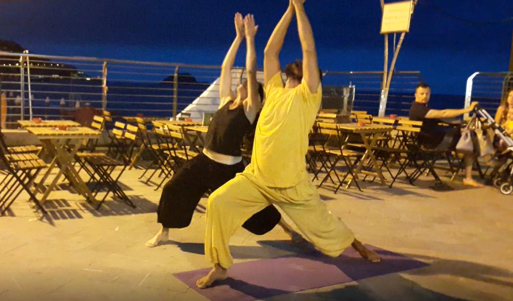 essere-free-yoga-gratuito-benessere-per-tutti-village-citta-alassio-estate-lucia-ragazzi-summer-town-wellness-danza-musica-arte