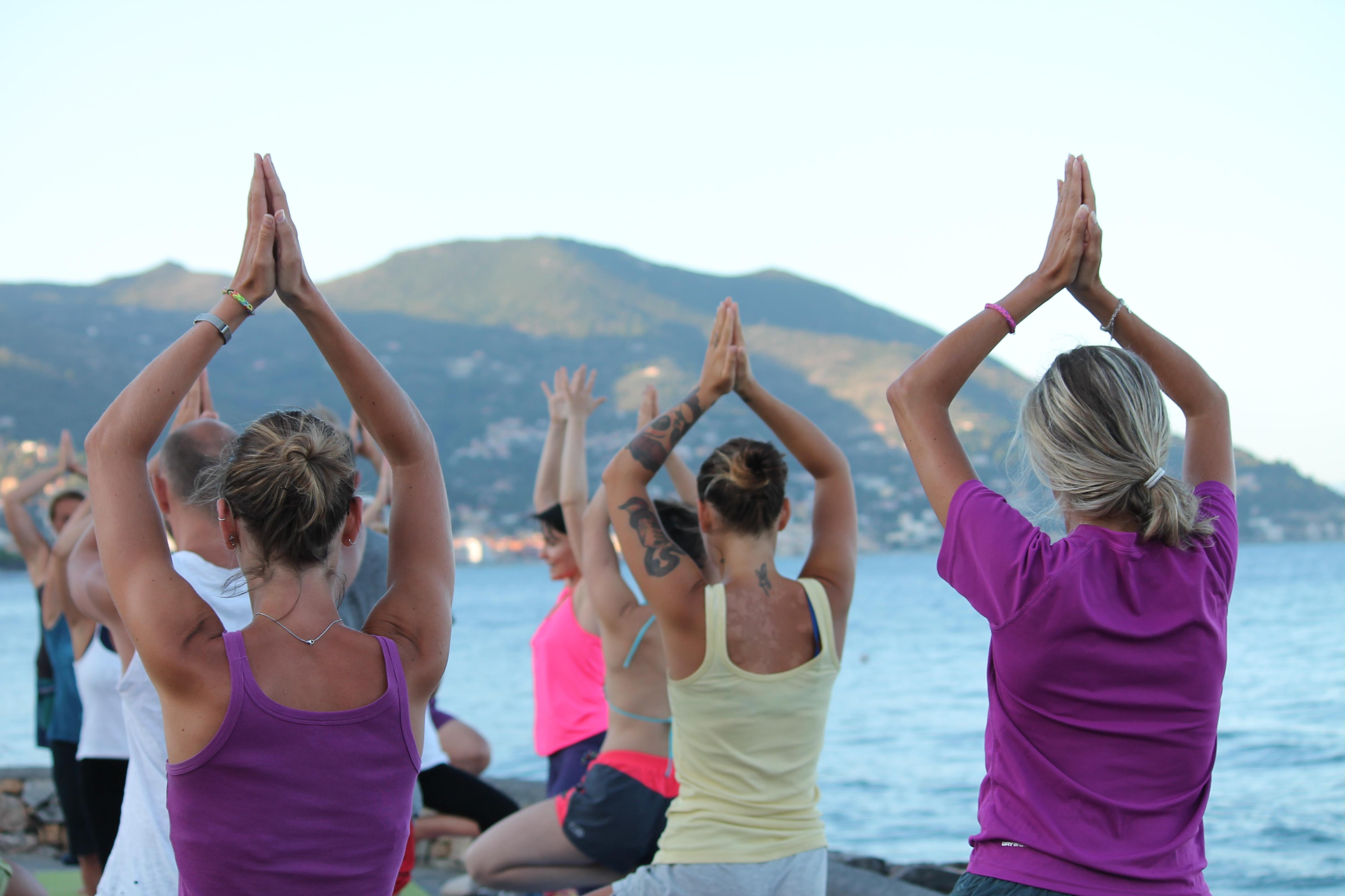 essere-free-yoga-gratuito-benessere-per-tutti-village-citta-alassio-visit-lucia-ragazzi-town-wellness-regaliamo-wellbeing-olistica-alimentazione-orario-schedule-5.
