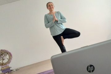 lezioni-yoga-online-casa-yoga-@-home-essere-benessere-alassio-free-gratuito-insegno-lucia-ragazzi-foto