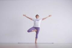 yoga-alassio-lucia-ragazzi-centro-essere-yoga-e-benessere